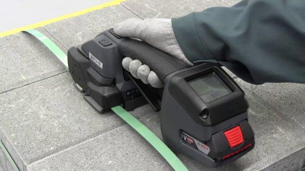 Basso-costo-tendireggia-a-batteria-Signode-BXT3